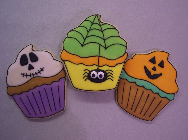 cute and scrumptious halloween cupcakes