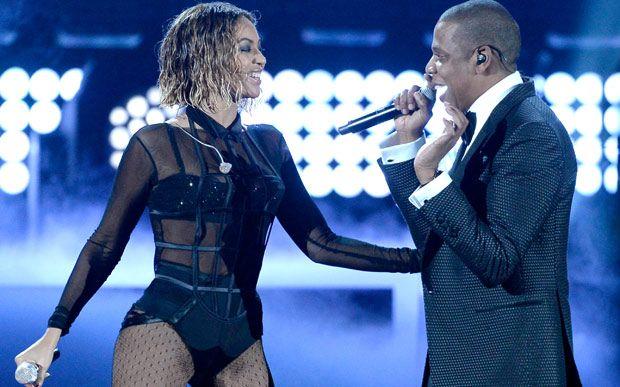 Beyoncé e Jay Z pretendem fazer turnê de 20 shows juntos. Beyoncé e Jay Z podem fazer uma turnê de 20 shows pelos EUA. Segundo a PageSix, o casal Carter deve anunciar em breve as apresentações em conjunto, previstas para começar no final do mês de junho.