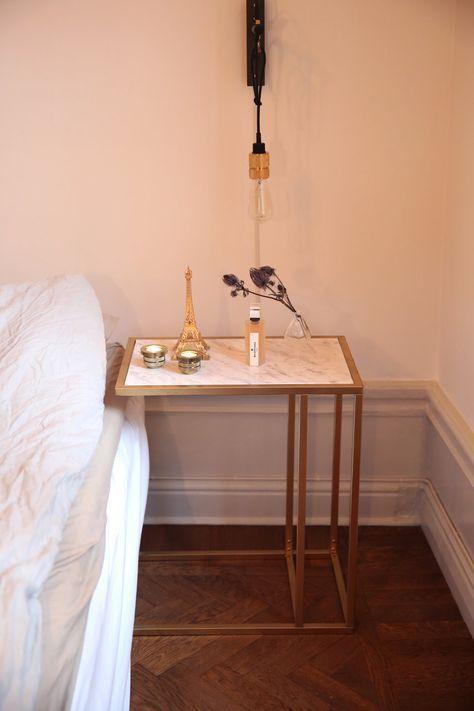 Laptop bord Vittsjö från Ikea. Medan möbeln torkar kan du börja klä in glasskivan. Jag har valt att klä i den i en marmorplast som jag köpt på Kreatima. Du behöver en fönsterputs, en sprayflaska fylld med vatten och några droppar diskmedel.