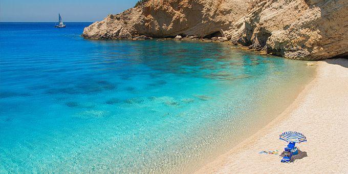 10 ελληνικές παραλίες με νερά να τα πιείς στο ποτήρι