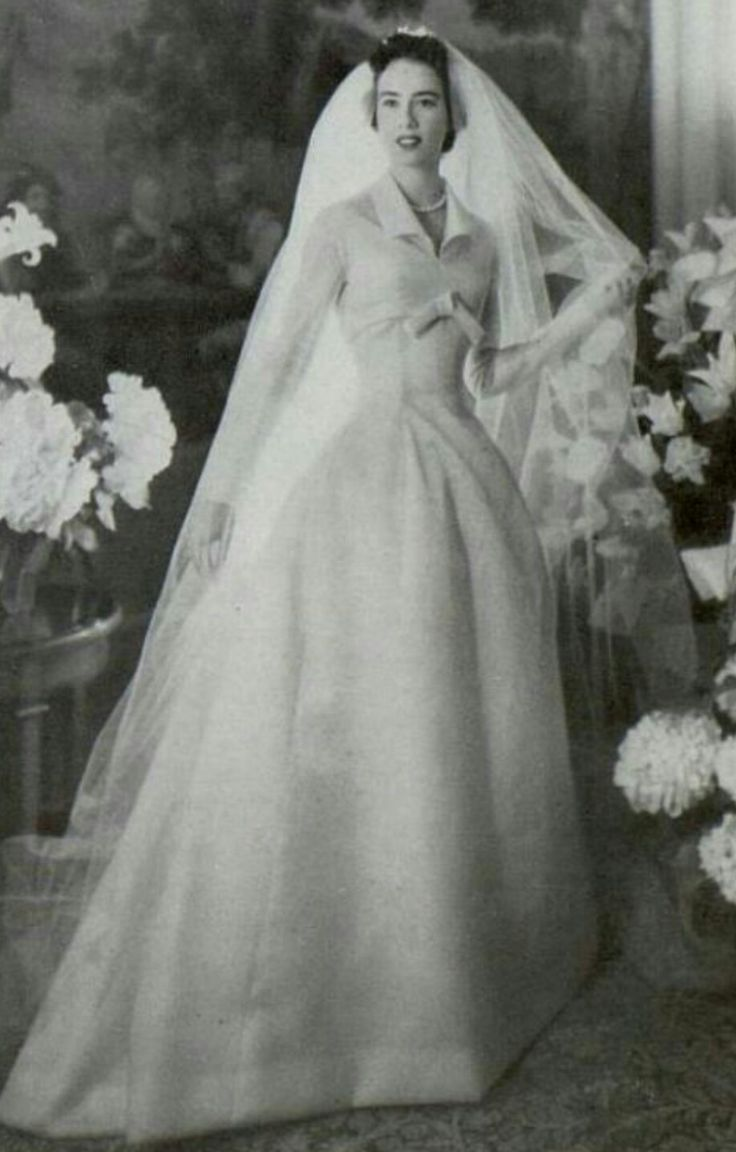 The 24 best Wedding Dresses images on Pinterest | Wedding frocks ...