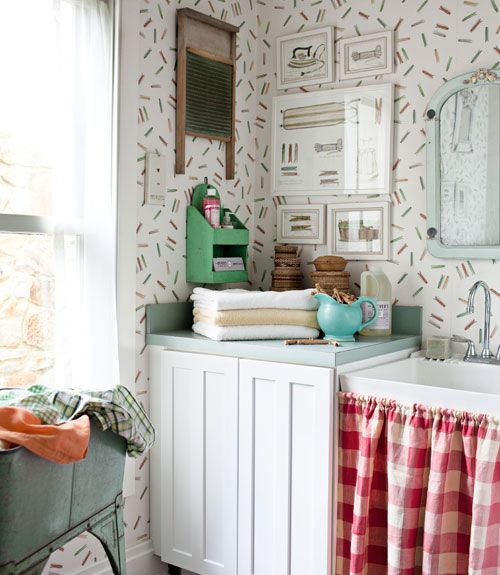 Cute! Clothespin wallpaper from York in the laundry room.: Decor Style, Rooms Decor Ideas, Vintage Pictures, Vintage Laundry, Country Living, Laundry Rooms, Rooms Ideas, Clothespins Prints, Sinks Skirts