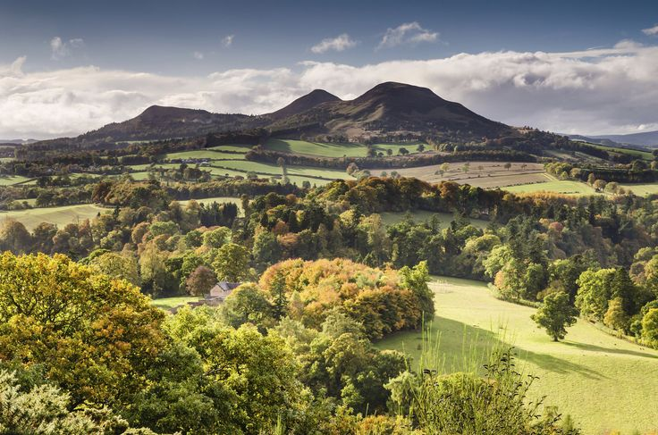 The three peaks of Eildon Hill seen from Scott's View.