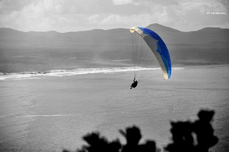 #hermanus #paragliding https://twitter.com/AdrianTregoning 17 March 2014