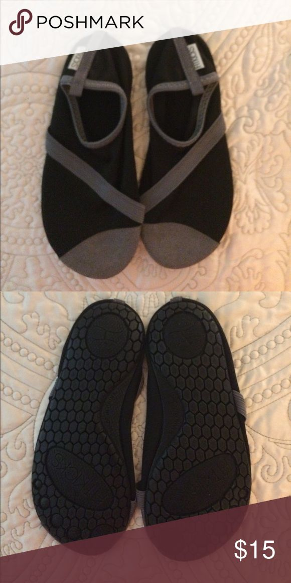 Fitkicks Yoga/Pilates shoes Size small 5/6 worn 2x Black and grey Fitkicks, Worn only 2x size 5/6. Fitkicks Shoes Athletic Shoes
