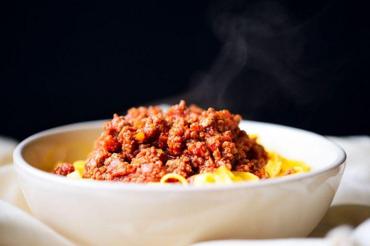 Il bene contro gli spaghetti alla bolognese: ricette di Bottura e Barbieri