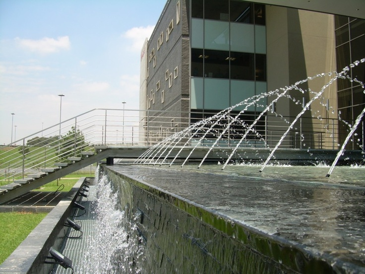 Water feature design at Oracle offices, South Africa, by Insite landscape architects.