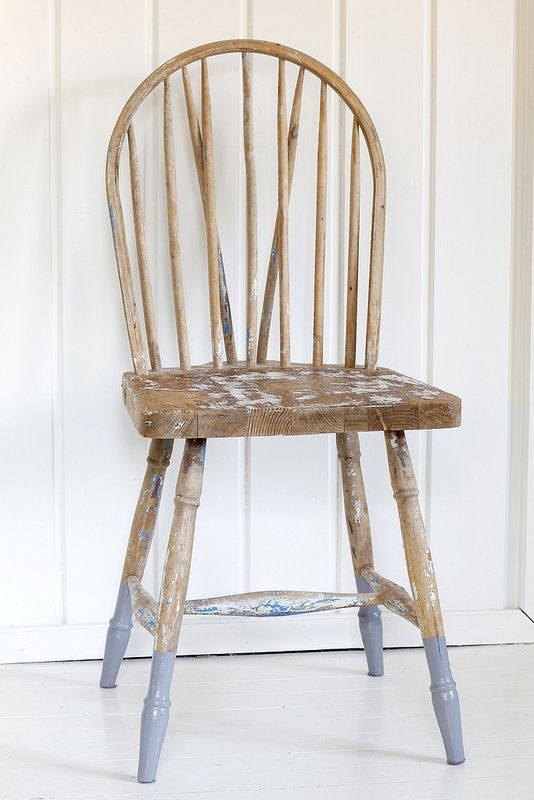 DIY: chair legs dipped in paint