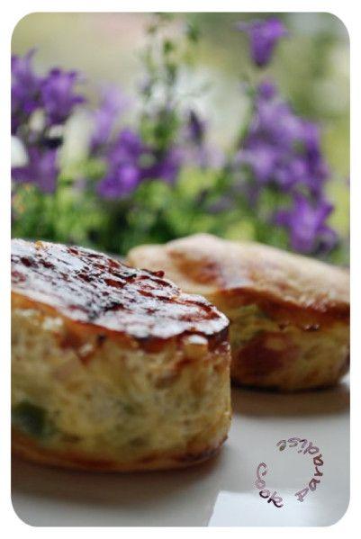 Une entrée excellente et légère à réaliser dans les empreintes muffins droits FP 2051. Pour 12 tatins de poireaux 1 kg de poireaux coupés en rondelles 1 pâte brisée maison 12 fines tranches de lard fumé 3 oeufs 300 ml de lait Du Comté râpé Sel & poivre...