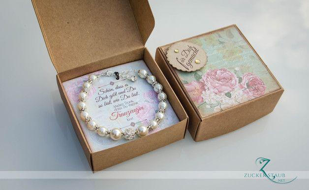 Geschenkschachtel inkl Armband *neue version* Enthält: 1 Armband inkl Schachtel Farbe: Ivory (Elfenbeinweiß) **_Lieferzeit 15-21 Tage (!!! bitte unbedingt beachten!!!!)_Die Schachtel, sowie...