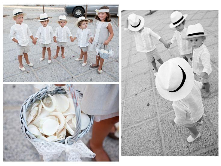 * Niños del cortejo con sombrero panamá *