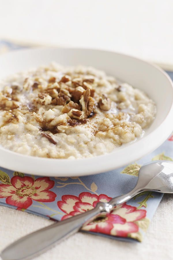 """Oatmeal - 13 Foods That Fight Acid Reflux - Southernliving. Oatmeal is just about the best breakfast and any-time-of-day snack recommended by The Reflux Diet. It's filling and doesn't cause reflux. Even instant oatmeal with raisins is """"legal"""" because the oatmeal absorbs the acidity of the raisins."""
