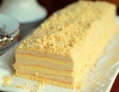 Торт Славянка из старой кондитерской.Для крема: 280 г сливочного масла 170 г сгущенного молока с сахаром 80 г халвы (желательно тахинной) 10 г сахарной пудры 1 желток 1 ч.л. ванильного сахара