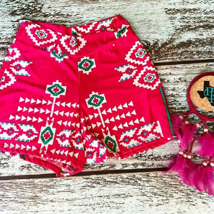 Remember those Aztec shorts I had that you all loved?! Here's some similar ones. Snag em now @paisleyreesetx while ya can & use code hannah10 for 10% off. She does PayPal and will ship or she's located in downtown Glen Rose! Also, swipe right to see a super cute new arrival she just got in. Swipe right again to see a BA fall outfit idea from @baharanchwesternwear.com_ & mention Hannah at checkout there for free shipping! I'm giving y'all some awesome boutiques to shop at today with some rad…