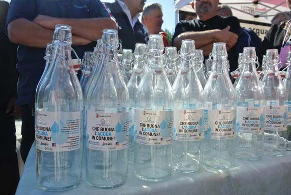 Borracce, bottiglie in vetro e gadgets personalizzati. #inaugurazione #evento #gadgets #allestimento #casadellacqua #adriaticacque #bottiglia