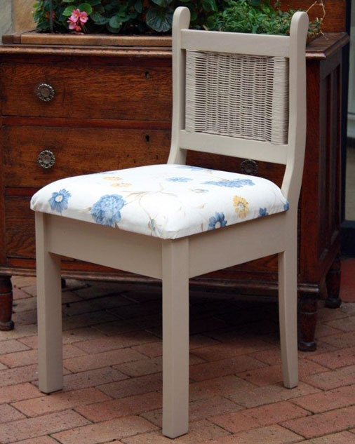 Chair with woven insert in back 880mm high
