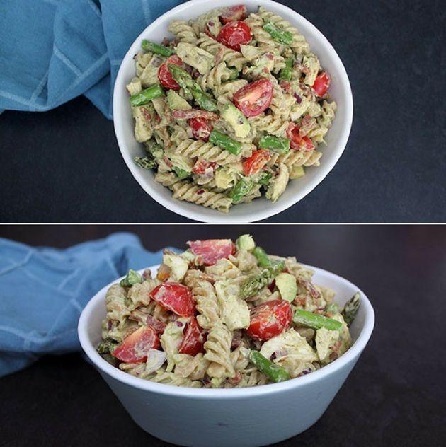 Vildt god pastasalat med saftig kylling, sprød bacon og en helt suveræn avocadodressing.