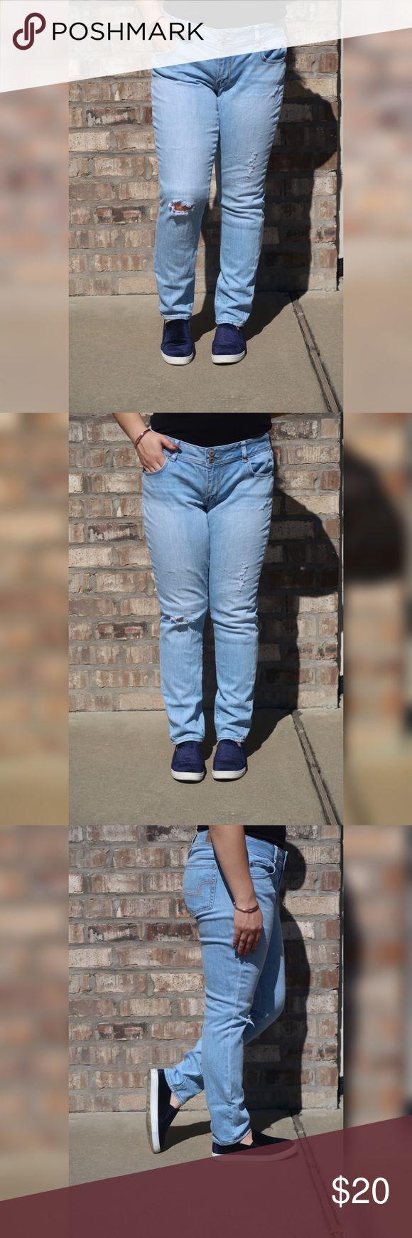 Women's American Eagle Jeans size 14 Women's American Eagle distressed skinny jeans size 14 regular. Model wears size 10. American Eagle Outfitters Jeans Skinny