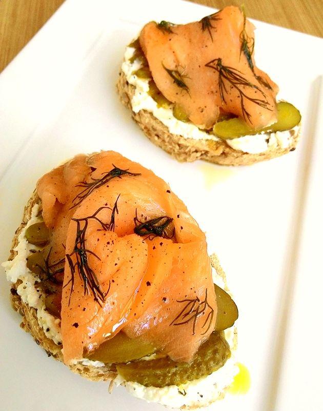 Fico bem satisfeita com um sanduíche apenas de pão com queijo branco mas, sempre que possível, gosto de variar os ingredientes. Esta combinação é uma ótima escolha para substituir o jantar, por exe…