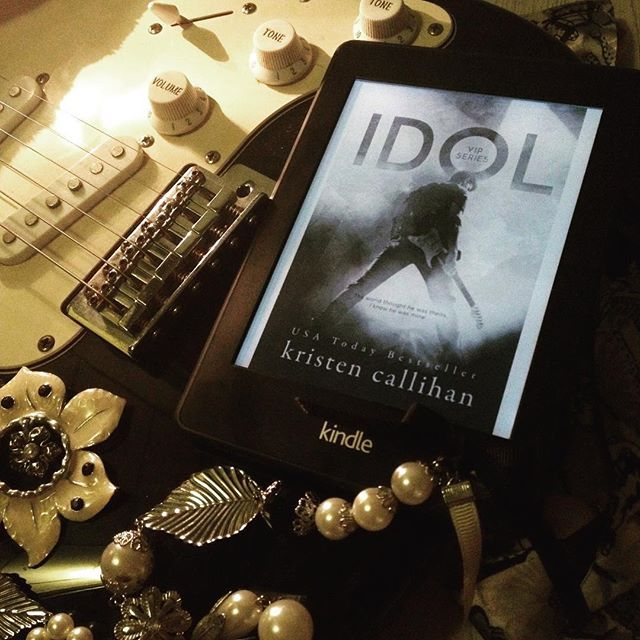 Well-hung rock legend Killian finds himself the unexpected and unwelcome guest of country girl Libby. Both of them are hiding their talent from the world, but together they can face anything  Idol by Kristen Callihan #idol #kristencallihan #books #reading #read #whattoread #bookphotography #bookphoto #bookstagram #mondayreads #goodreads #booklovers #booklover #bookaddict #bookblogger #bookblog #booksofinstagram #womensfiction