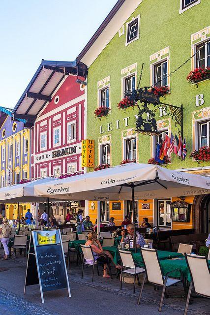 Colourful, Austrian buildings line the streets of Mondsee in Austria, http://smart-travel.hr/en/