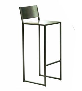 Mesas y sillas retro , mobiliario vintage de estilo industrial de madera y hierro: Taburetes retro vintage en madera metal y hierro forjado