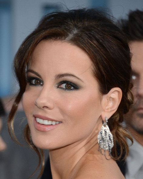 haircut for 50 kate beckinsale bobby pinned updo updo chic and 5005