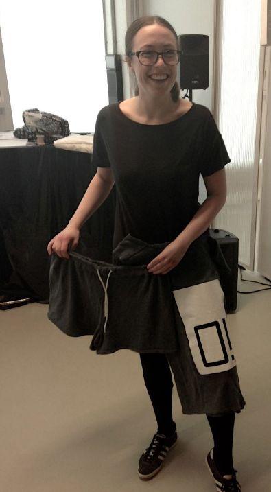 Anne-Mette B. Nielsen, 27 år, Sustainable Fashion. Anne-Mette har ud fra zero waste-metoden udarbejdet et bæredygtigt design for Soulland. Ud af 1 meter stof har hun kreeret en overdel og en underdel af bæredygtige materialer.