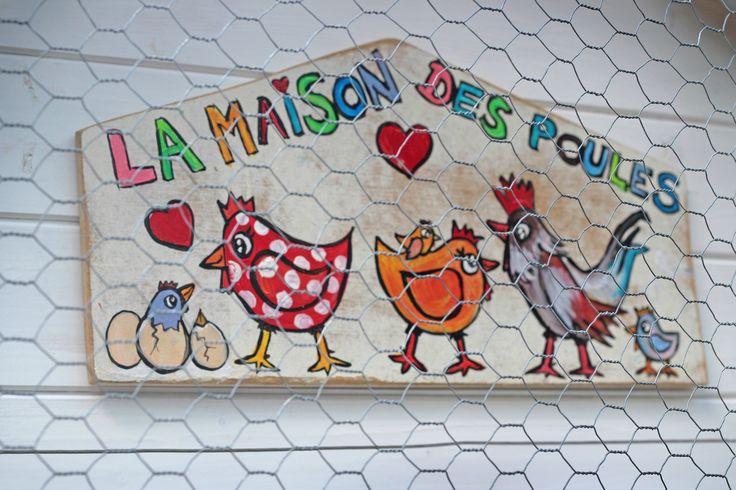 C'est l'histoire de 4 enfants qui adorent leurs poules mais qui vivent au bord de la forêt. C'est l'histoire de ces mamans renardes affamées...