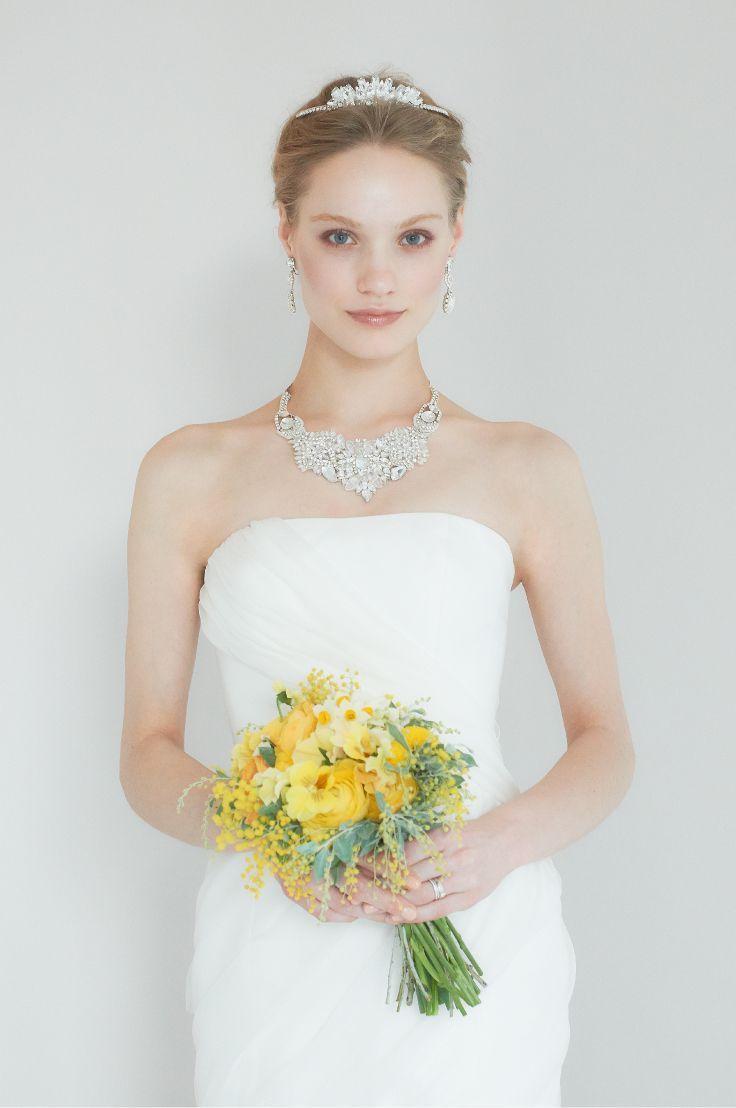 目を引くビジューネックレスを主役に大人なシンプルコーデ♪ 結婚式に付けたい花嫁のネックレスまとめ。ウェディング・ブライダルの参考に☆