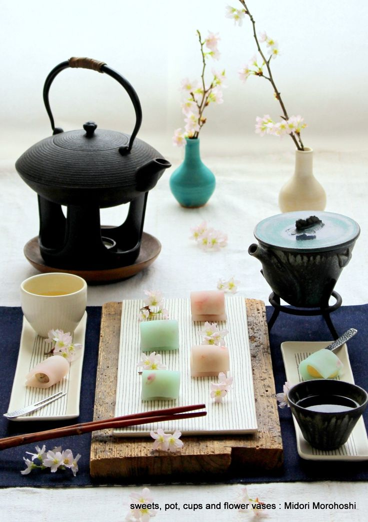 和菓子『花ごろも〜Uirou』 Ricecake confectioneries flavored with cherry. Rice cake with cherry blossom petals are just like Japanese kimono. Please enjoy them with greentea, tea, champagne and wine. *styling / photo /  pot ,cups and sweets : Midori Morohoshi(http://ameblo.jp/greenonthetable/imagelist.html)
