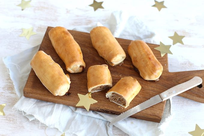 Deze zelfgemaakte worstenbroodjes zijn de ideale snack voor bijvoorbeeld een verjaardag of een feestdag zoals oud en nieuw. Lekker en simpel!