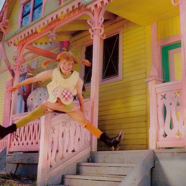 Love this girl! And her amazing funky colorful house!! #pippirules #pippilangkous #colormehappy #pippilongstocking #villakakelbont #villavillekulla