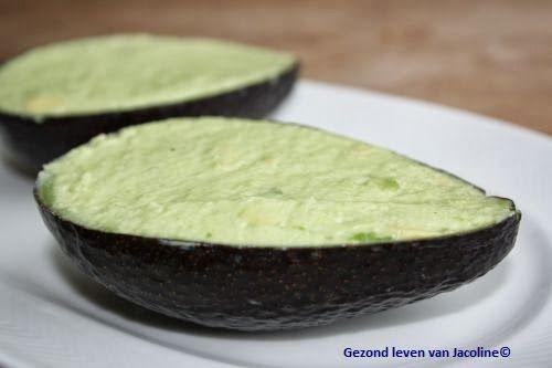 Tussendoortjes eiwitrijk en goede vetten;  gevulde avocado met ei
