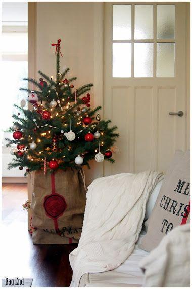 Red Christmas tree - Punainen joulukuusi