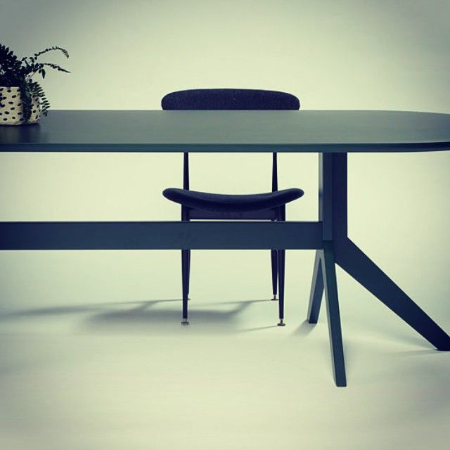 The lovely Finnegan Eliptical Table - Thanks for coming in yesterday! @grazia_and_co #melbournedesign #diningtable #green