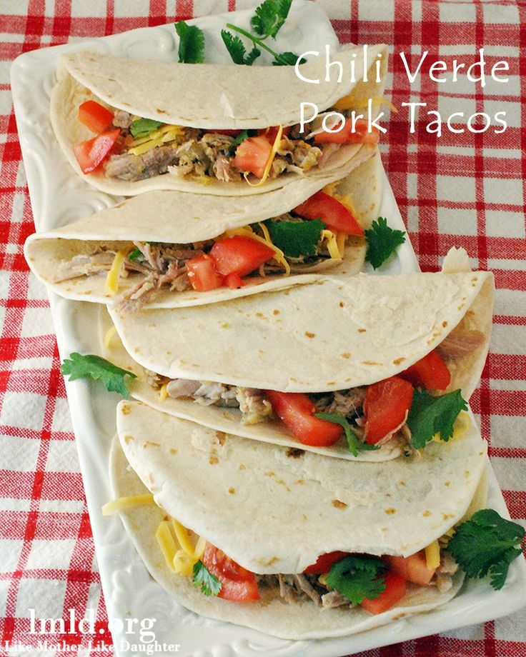 These chili verde pork tacos look delicious! Plus they are cooked in the crock pot! #lmldfood
