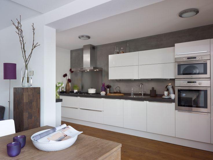 Thuis bij familie van Haeringen staat een mooie Pallas wit hoogglans.