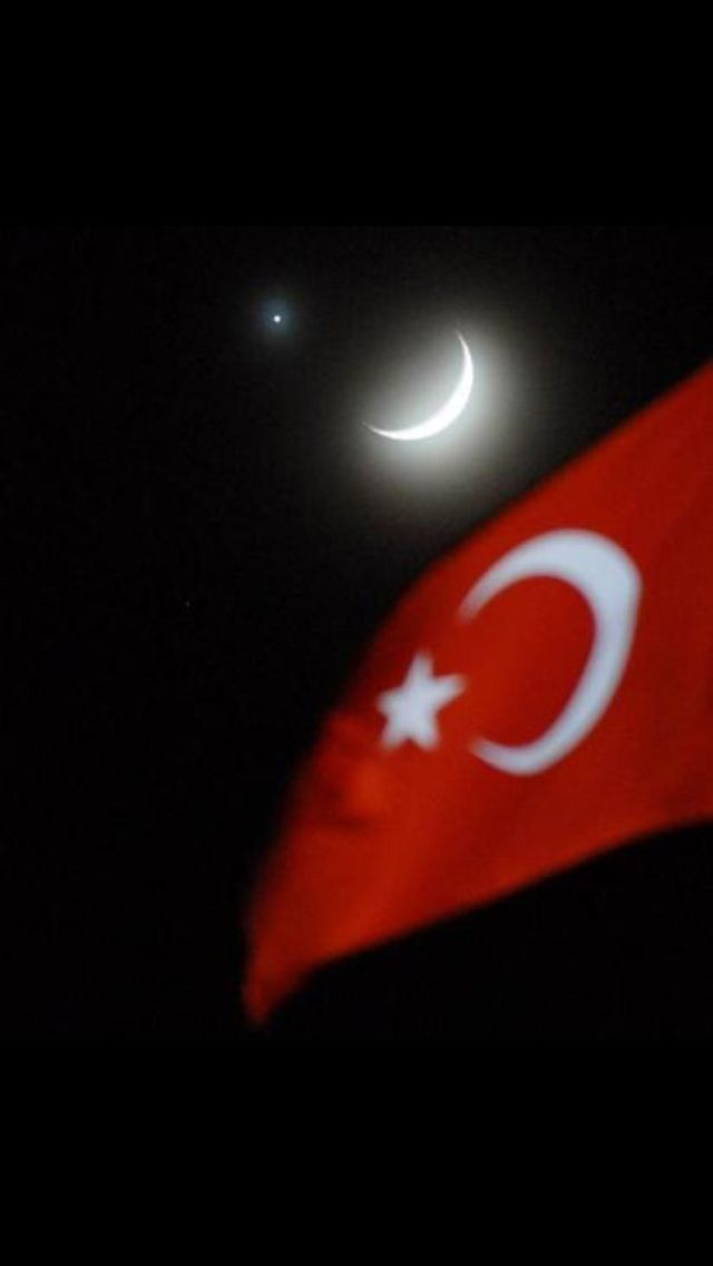 Korkma! Sönmez bu safaklarda yüzen al sancak; Sönmeden yurdumun üstünde tüten en son ocak. O benim milletimin yildizidir, parlayacak! O benimdir, o benim milletimindir ancak! ( Fear not! For the crimson flag that proudly waves in these dawns, shall never fade, Before the last fiery hearth that is ablaze within my nation burns out. And that, is the star of my nation, and it will forever shine; It is mine; and solely belongs to my nation ! )