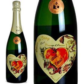 Coeur Cray Montlouis  「モンルイ・シュル・ロワール」というスパークリングワインは、「クレマン」同様、シャンパーニュと同じ製法で作られます。規定では9ヶ月熟成すればよいのですが、ドメーヌ・クレイはなんと36ヶ月熟成(並のシャンパーニュをはるかに超えます)!赤いハートの中に書かれた「De tout Coeur(デュ・トゥ・クール)」は「心から」「心をこめて」というような意味で、フランス人が愛の告白に使う表現です。