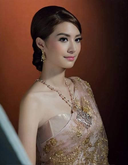 ✿ Thai women and Thai Traditional dress . (Mew Nittha)