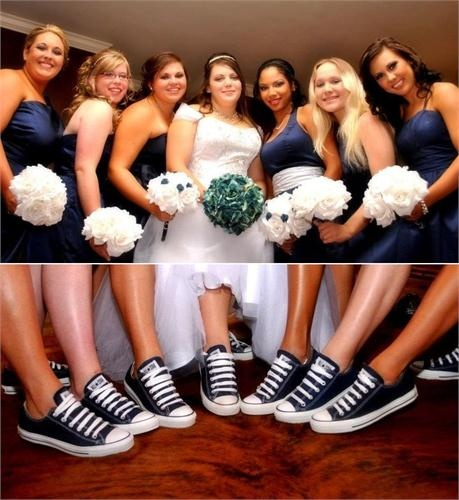 Bride & bridesmaids with their navy Chucks, wedding Chuck Taylor Converse