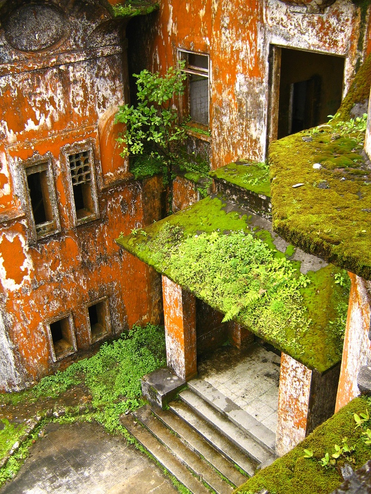 Outside the town of Kampot in southern Cambodia there is an abandoned French town called Bokor Hill Station. It was built in 1922, and the building of the town is just stunning but really old-looking. If you wonder why it was abandoned the answer is because of a war in the 70′s.