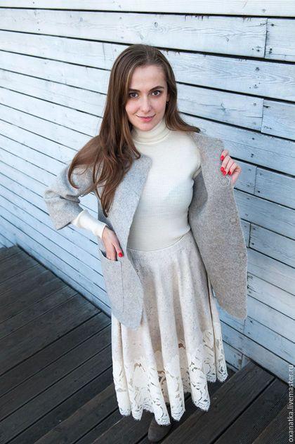 Купить или заказать Валяная юбка Метелица в интернет-магазине на Ярмарке Мастеров. Нарядная женственная юбка из войлока, декорированная пайетками и великолепным французским кружевом несомненно привлечет внимание к Вашей персоне, подарит ощущение уверенности в своей эксклюзивности. Удобная резинка на талии придаст дополнительный комфорт в носке.