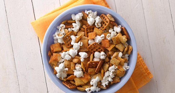 honey-sriracha chex mix w/ corn chex, rice chex, roasted salted peanuts, waffle pretzels, butter, sriracha, honey + popped popcorn