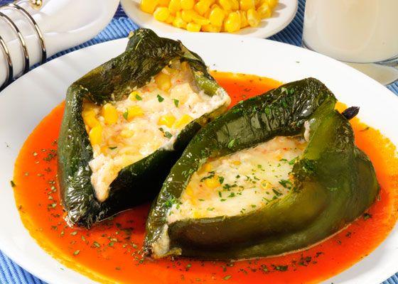 Si hay un platillo muy mexicano son los chiles rellenos ...