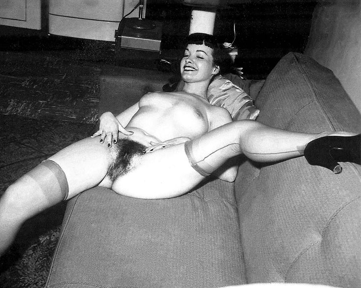 Vintage pin up bettie page nude