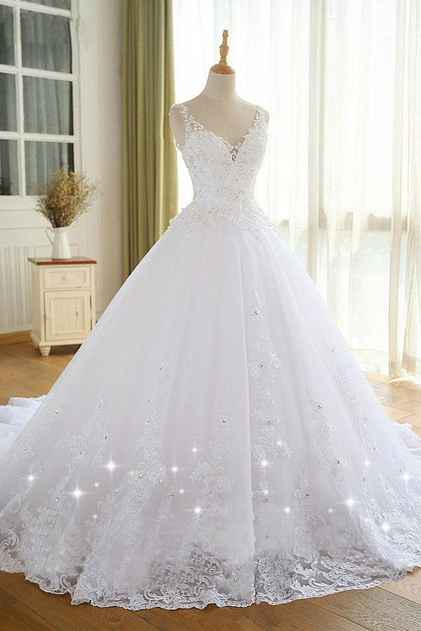 Luxury Tulle V-Neck Neckline Ball Gown Wedding Dresses With Beaded Lace Applique