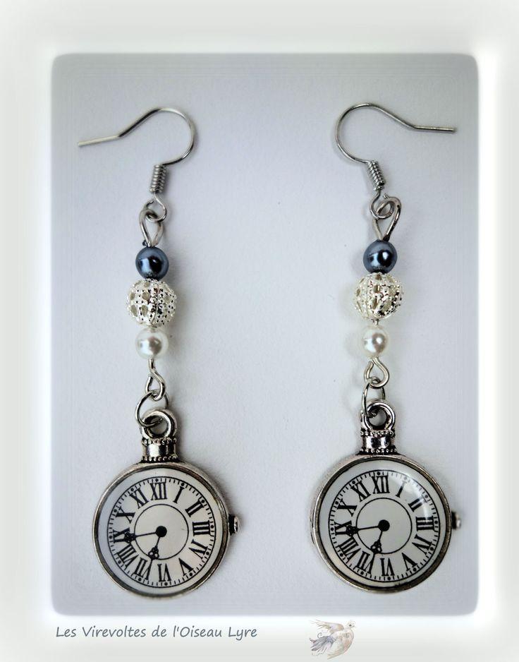 """Boucles d'oreilles poétiques, féériques. """"Alice au pays des merveilles"""". Petite montre et perles. Métal argenté. Pièce unique. : Boucles d'oreille par les-virevoltes-de-l-oiseau-lyre"""