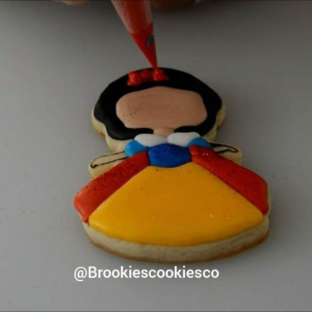 Get the full video and supplies for this Snow White tutorial on my YouTube channel! Direct link in profile.